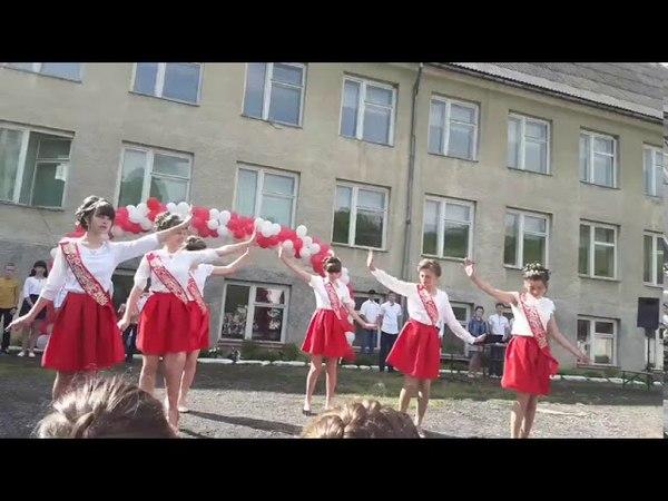 Танець Ми українці у виконанні учениць 9 класу Скотарської ЗОШ I-II ступенів