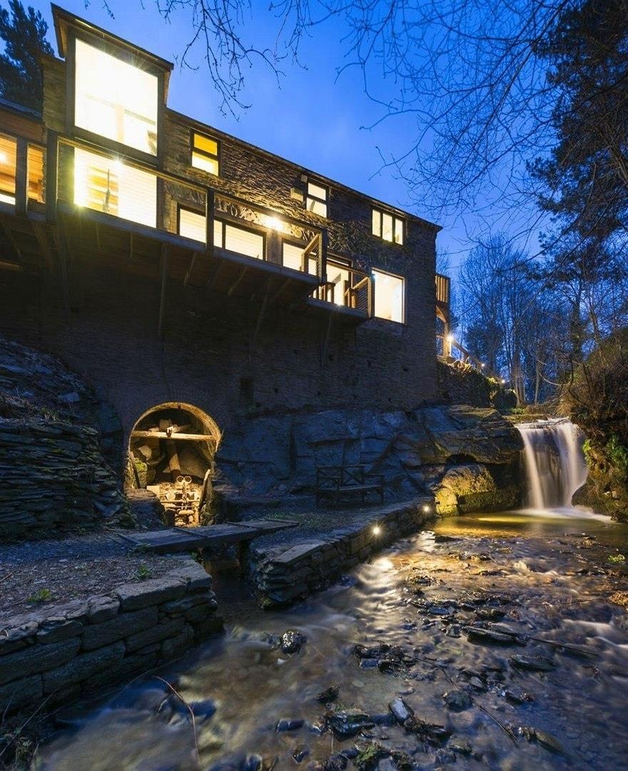 Сказочная резиденции в здании водяной мельницы XIX века.