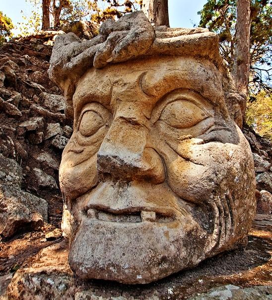 Скульптура из «Акрополя» в Копане