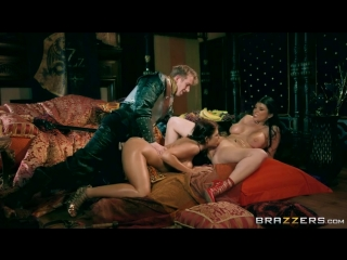 Queen Of Thrones: A XXX Parody (p.3) - Ayda Swinger, Romi Rain - порно пародия игра престолов секс сиськи трах boobs threesome