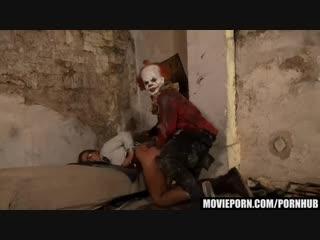 Клоун насильник затащил в заброшку/ #маньяк #изнасилование #трах #ебля #мжм #минет