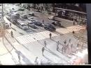 Байкер врезался в грузовик и загорелся в центре Москвы