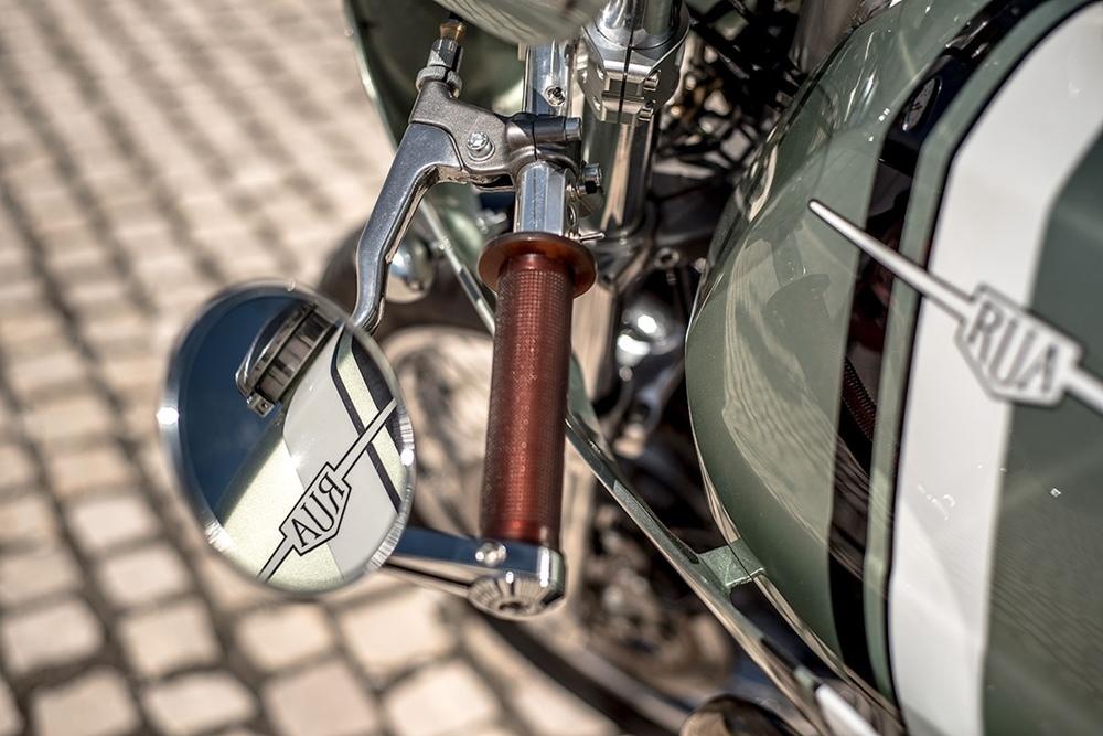 Rua Machines: кафе рейсер Moto Guzzi Nevada