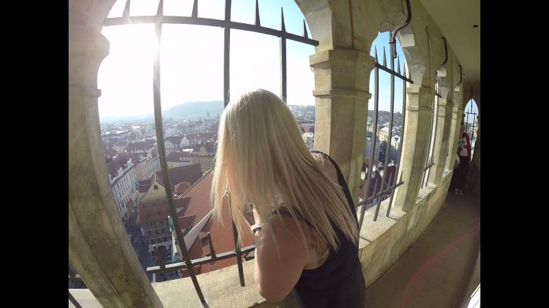 На верху башни Пражские куранты