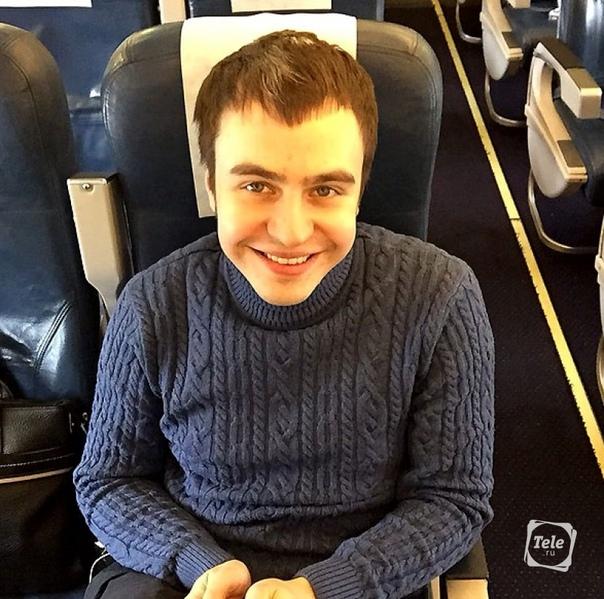 leading Иван Абрамов. Иван Абрамов (родился 21 мая 1986 года) - юморист, ведущий, игрок КВН. Биография. Появился на свет в Волгограде. Через год семья переехала в Одинцово. Родители были