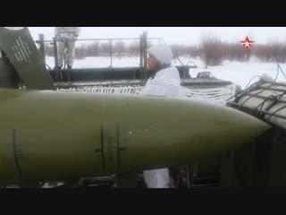 Наведение ракет и противоогневой маневр: кадры учений расчетов «Искандер-М»
