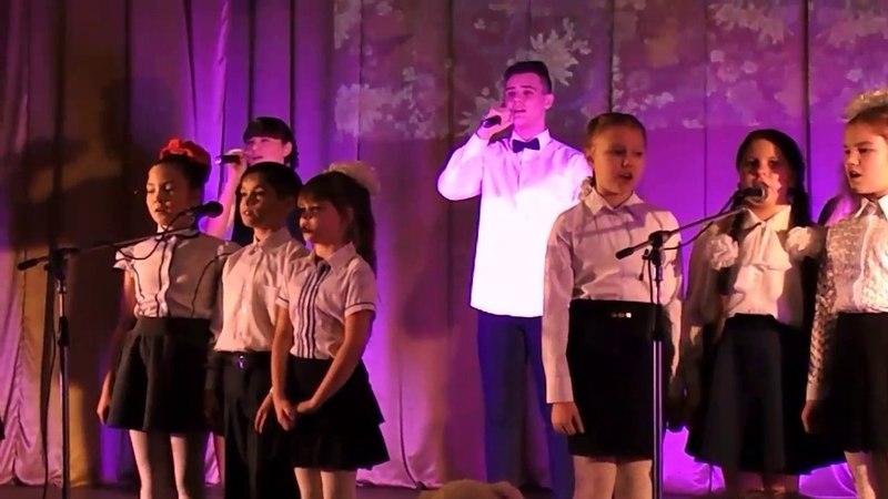 Новогодний коцерт дети поют песня землю обмотали тоненькие нити
