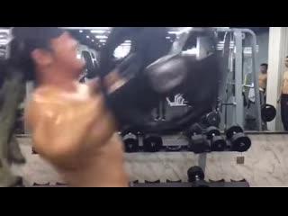 Когда кто-то говорит, что у азиатов всё плохо с тяжёлой атлетикой
