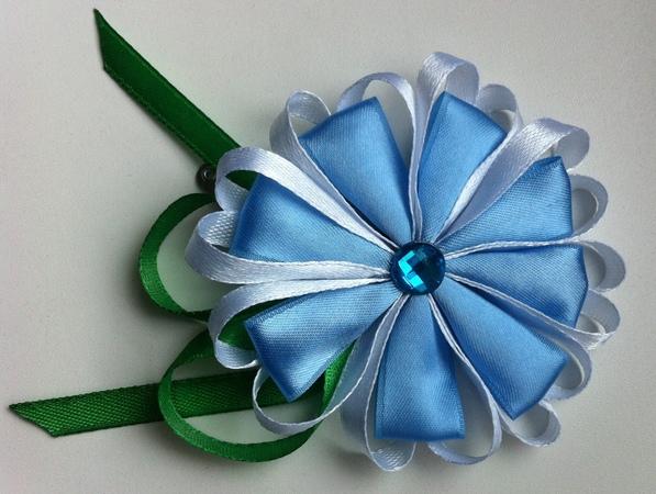 Украшение на заколку Канзаши Голубой цветочек с сердечками