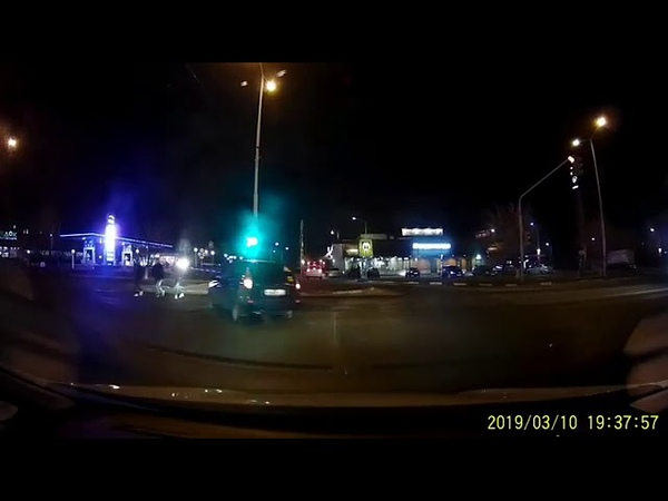 В Старом Осколе возле ТЦ Боше переехали девушку Жуткое видео