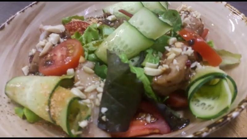 Салат из муксуна с соусом терияки Парк Отель Будругуз