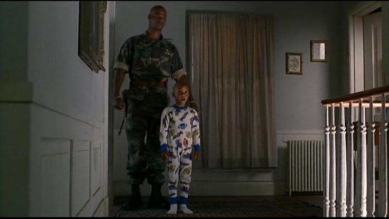 Может пора вынуть сиську у него изо рта - Майор Пэйн (1995) [отрывок / сцена / момент]