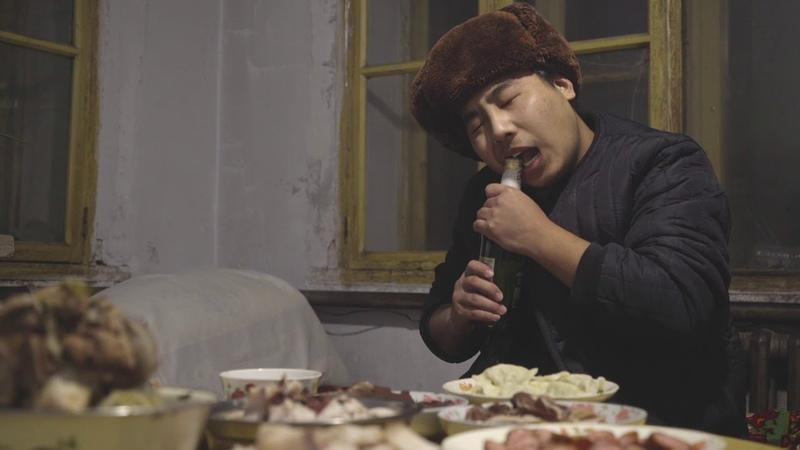 【野食小哥】东北往事之做冰雕,放鞭炮,一桌杀猪菜过年好