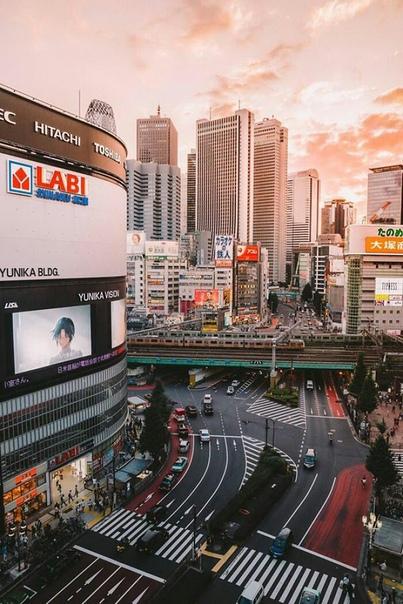 Величественная красота Японских улиц Фотограф Хиро Гото (Hiro Goto) живет в Токио и очень любит свой город. Японский фотограф отдает дань уважения своей стране прекрасными фотографиями,