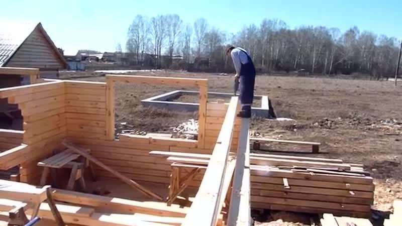 Правильный монтаж стен в доме из обычного бруса