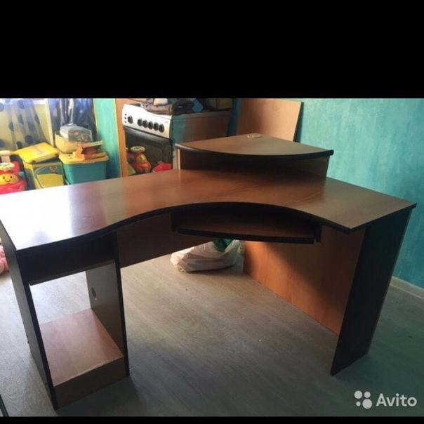 Продам компьютерный стол, б/у, жизненные косячки, ширина 130, глубина 91, самовывоз с Горизонта