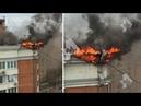 В жилом доме Москвы загорелась крыша