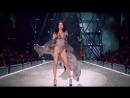 Bella Hadid on the Victorias Secret Fashion Show Runway 2016  Белла Хадид на подиуме Виктории Сикрет