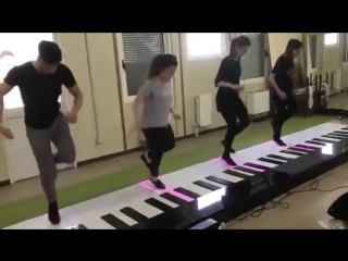 Танцоры на движениях