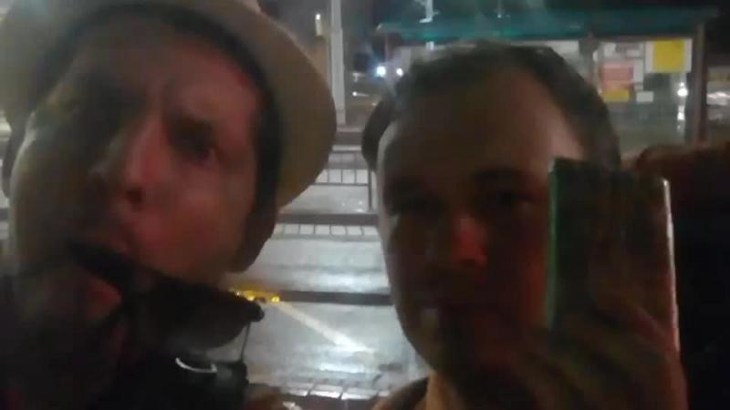 Таскаемся голодные холодные и мокрые по ночному вокзалу Залезаем в поезд Ночной Минск
