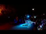 Песня группы Танцы минус - Половинка. Чувак с шарами хотел быть в центре внимания))