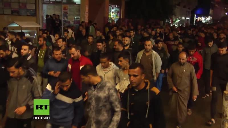 Hunderte Palästinenser feiern Hamas für Ausrufung der Waffenruhe
