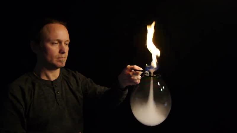 Огненный торнадо внутри мыльного пузыря