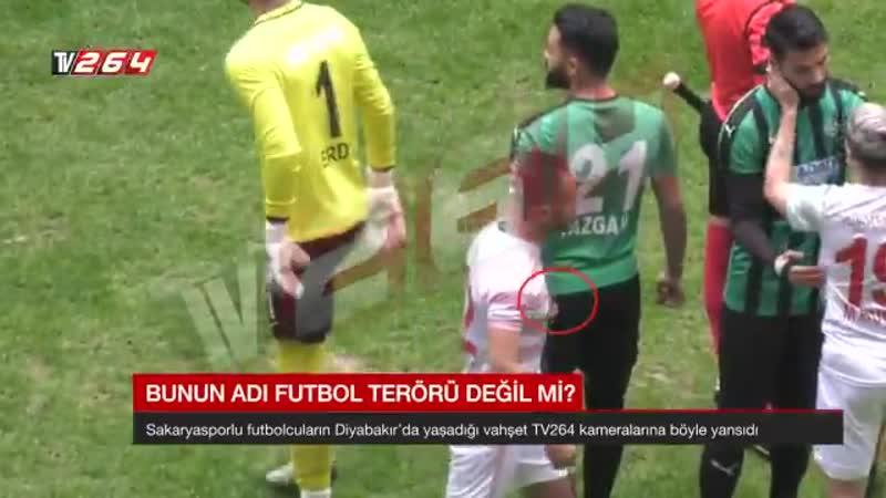 ¡Insólito! Futbolista quiso degollar a su rival en pleno partido en Turquía [VIDEO]