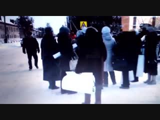 Жители Каменск-Уральска вышли на улицу, требуя отставки мэра