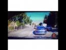 У нас появилось видео, на котором видно как лихач на Toyota Land Cruiser Prado пролетает по встречной полосе с нарушением прави