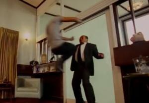 Сцена боя, которая едва не убила кинооператора Фильм «Честь дракона» (также он известен под названиями «Защитник» или «Король-воин») изображает мужчину с самыми крепкими яйцами в Таиланде,
