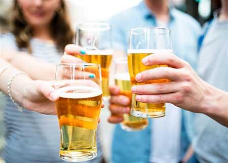 Огромные исследования показали, что у людей, которые пьют от половины до двух напитков в день, риск сердечно-сосудистых заболеваний ниже на 25% по сравнению с трезвенниками.