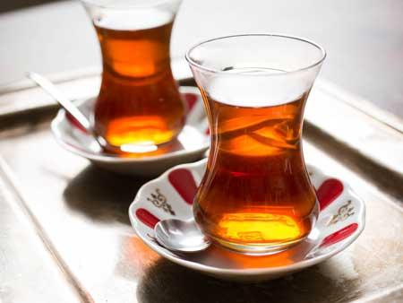 Единственный натуральный напиток с меньшим количеством калорий, чем пиво, - это простой чай,
