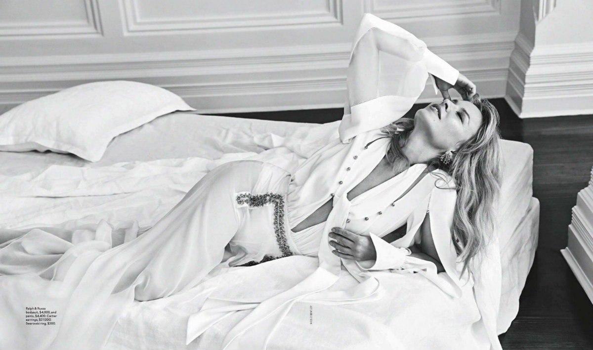 Кайли Миноуг - 50 лет: фотосессия для журнала Vogue