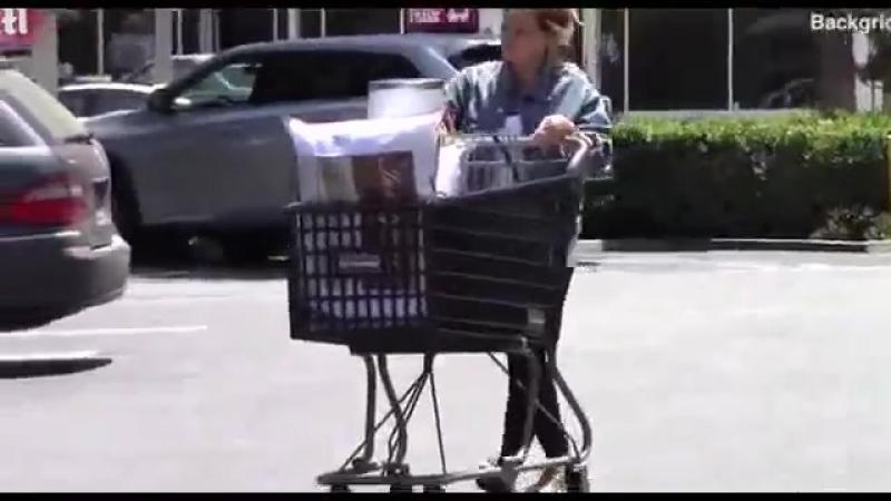 18/06/2018 - Хилари на шоппинге в Bed Bath Beyond, Студио Сити, ЛА