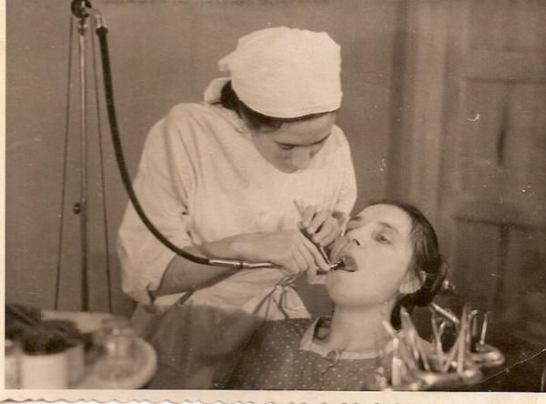 Праздники закончились, с трудовыми буднями вас! 13 мая 1920 года в Манчестере на конференции врачей-дантистов сахар назван главной причиной болезни зубов, для избежания пагубных последствий