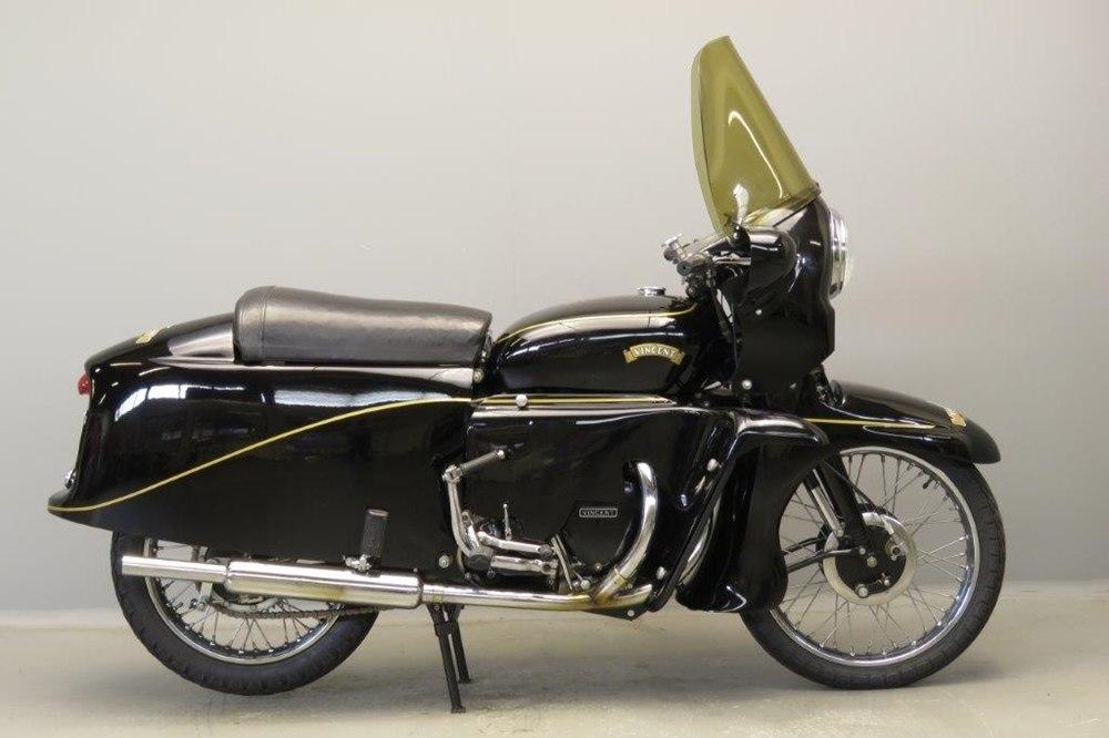 Старинный мотоцикл Vincent Black Knight 1955