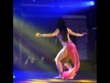 ترقص كالهب وكالجمر ترقص حافتين القدمين ترقص وتميل كاالسيف ترقص ع قلبي دون قيد هكذا هي عاشقه الليل