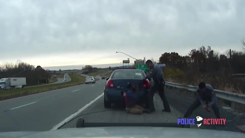 Полиция vs Отморозок krimkino Dashcam Shows Intense Shootout Between Troopers And Suspect