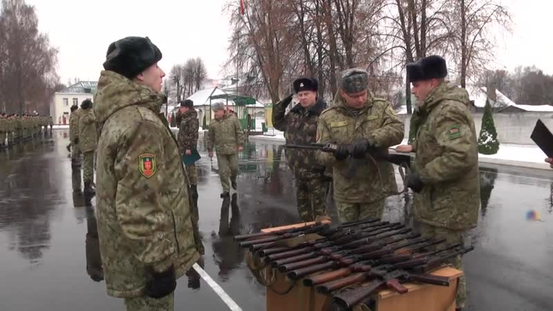 Республика Беларусь: 100 новобранцев Пинского пограничного отряда получили боевое оружие.