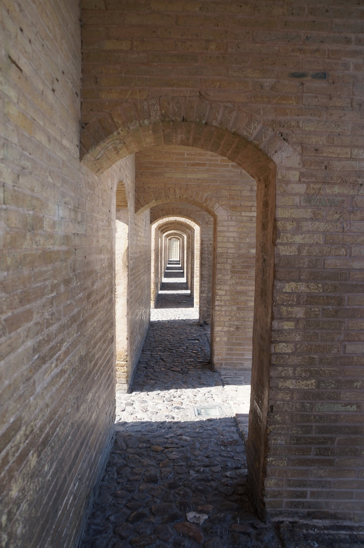Средневековые мосты Исфахана моста, метров, является, через, мосты, старые, центра, расположен, Иране, можно, города, построен, Кроме, берегу, Однако, Исфахан, достаточно, далеко, считается, однако