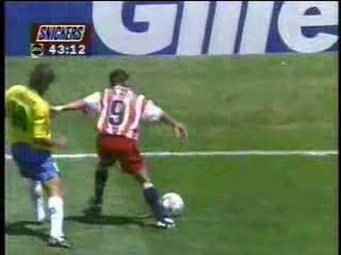 Cotovelada de Leonardo em Ramos Brasil x EUA oitavas de final da copa do mundo de 1994