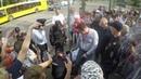 Активист приковал себя наручниками на митинге против пенсионной реформы
