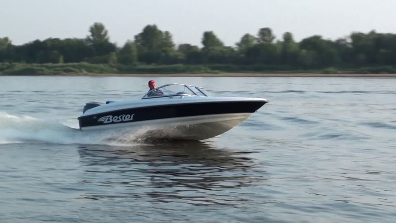 Стеклопластиковаяе моторная лодка Бестер-530. Bester-530 bowrider