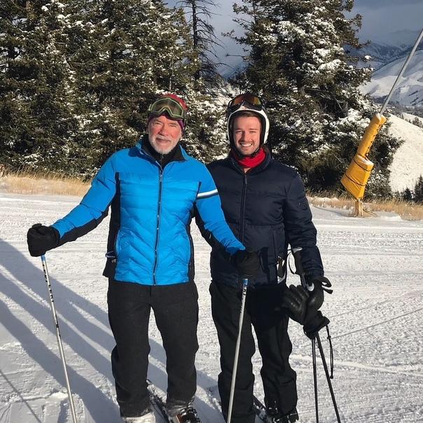 Арнольд Шварценеггер с сыном улетел в горы.