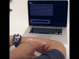 Рука вместо сенсорного экрана