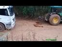 Лебедка на трактор. Тяжелая техника. Экскаватор застрял в грязи