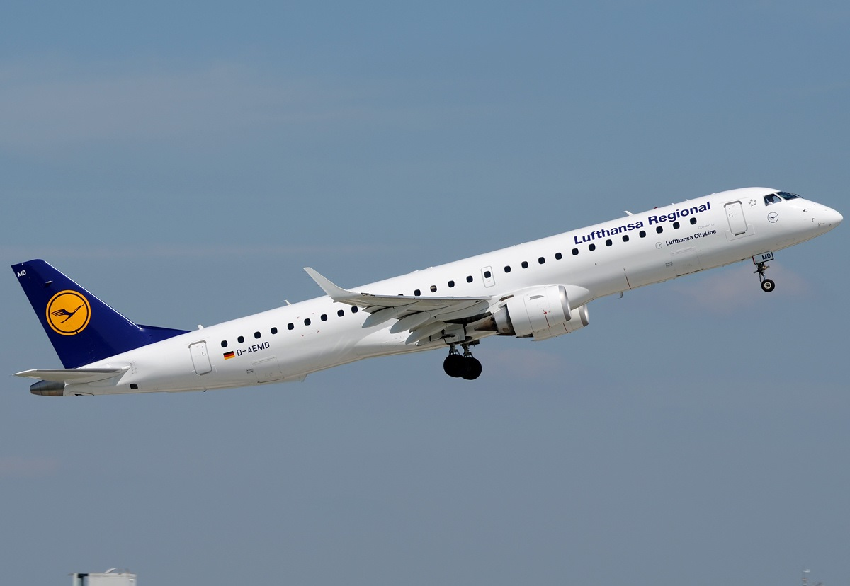 Взлет Embraer ERJ-190 регионального подразделения