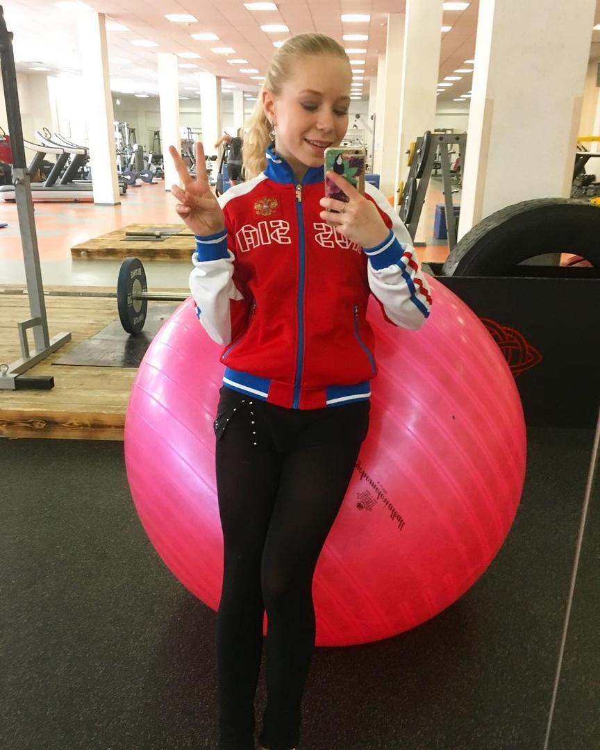 Розовый мяч Новогорска & Индивидуальный чемодан фигуриста - Страница 4 FQPOWkz2H2E