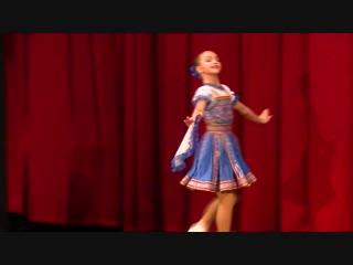 Танцует 13 летняя девочка Милена на концерте посвящённый Т.Устиновой.
